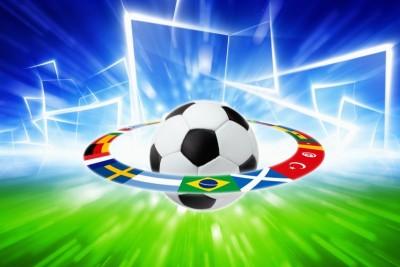 Piłka nożna piłka z flagami bramki murawa
