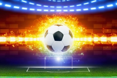 Piłka w płomieniach, piłka nożna, bramka, boisko, światła