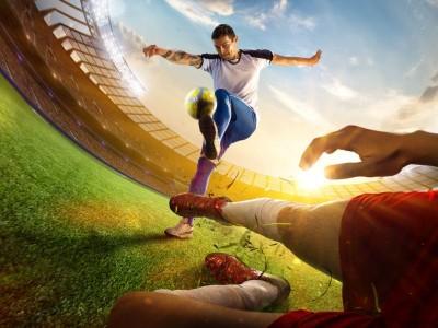 Gra z perspektywy piłkarza podrzucanie piłki piłkarze piłka nożna boisko