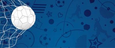 Biała piłka w bramce niebieskie tło bramka siatka piłkarz serce piłka nożna
