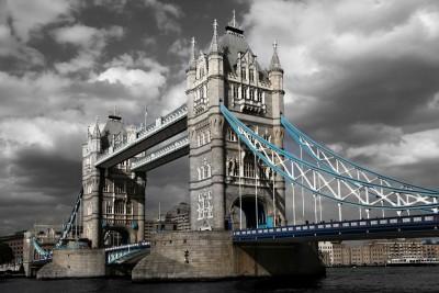 Most Londyński zachmurzone niebko Bridge Tower