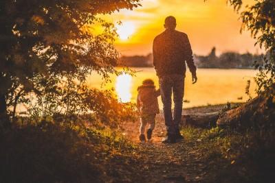 ojciec, dziecko, zachód słońca