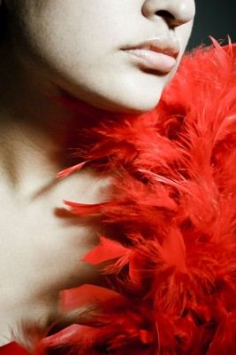 kobieta, czerwony szal